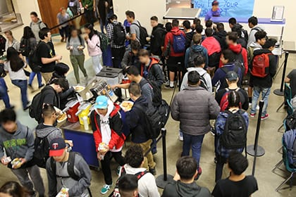 McKay Commons crowded with students getting lunch